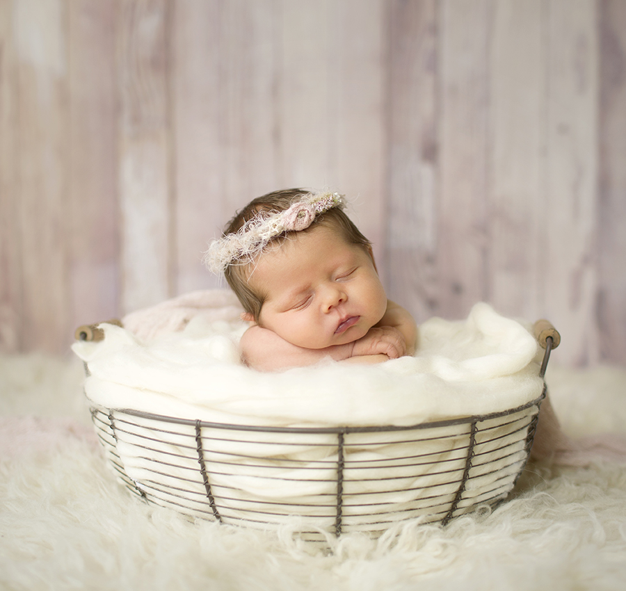 As a specially trained newborn photographer i have the skill and experience to make your newborn session and images special this gallery showcases newness